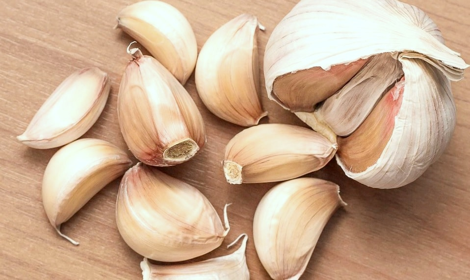 One Clove Of Raw Garlic A Day Really Does Keep The Doctor Away – In Shape  Today
